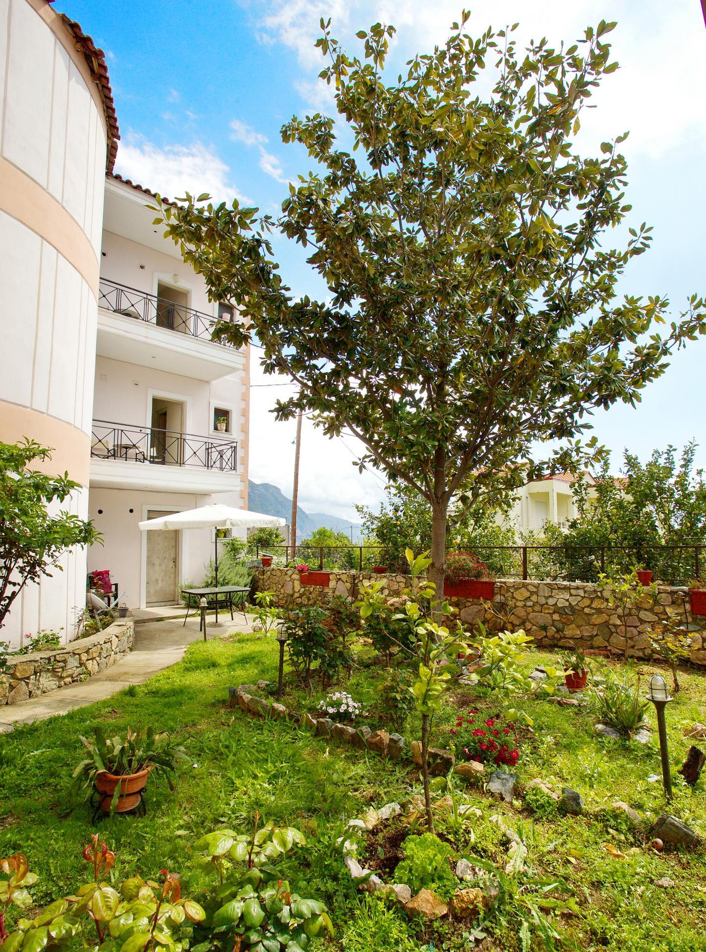 Kapougiati Studios - Ilia Edipsos Evia Island Greece